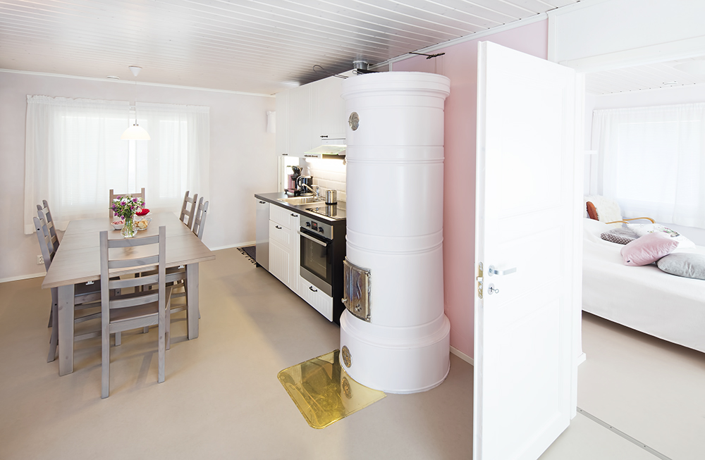 Villa Ebba holidayhouse, kitchen and bedroom.