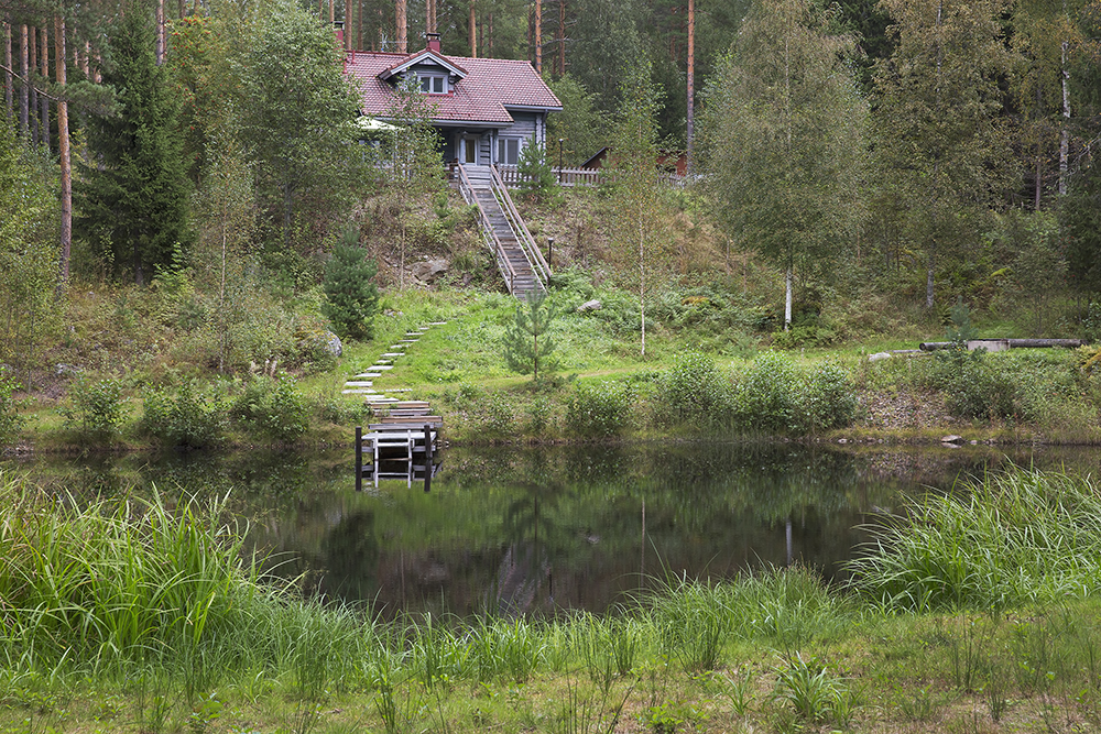 Vesan Villa cottage by its own private pond.